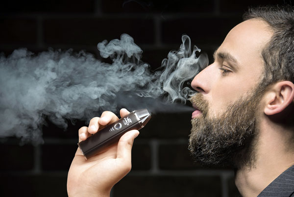 Lawmakers Urge Ban on E-Cigs During Pandemic
